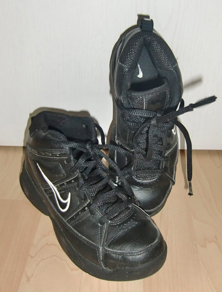 nike kinder basketballschuhe schwarz gr 34 das wolkenboot. Black Bedroom Furniture Sets. Home Design Ideas